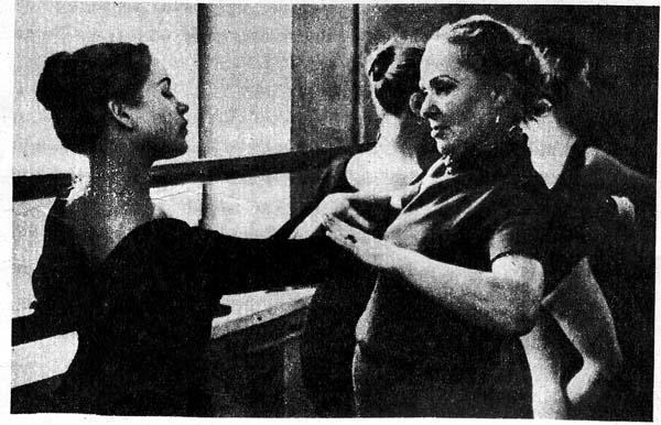 Занятия  по хореографии ведет М. Назарова