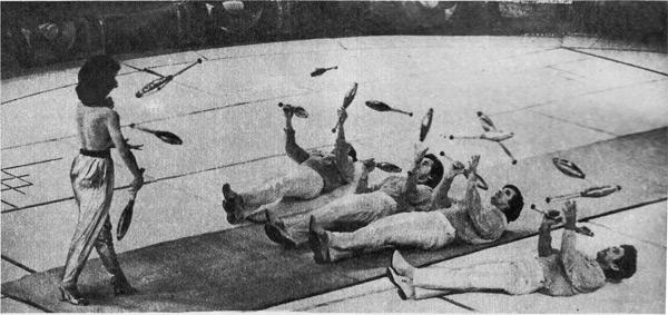«Групповые акробаты-жонглеры» под руководством народного артиста Татарской АССР Дамира Гибадуллина