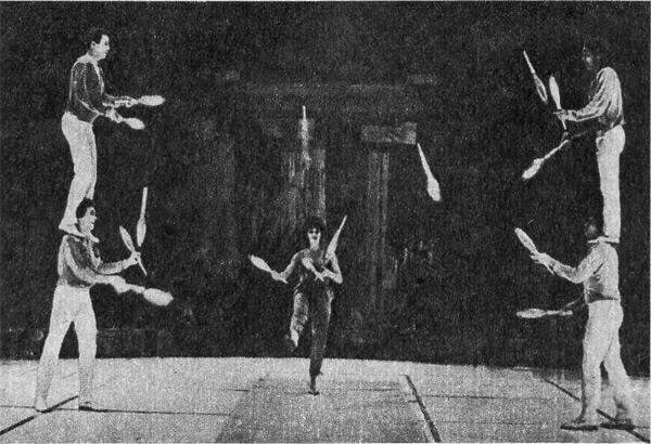 Групповые акробаты-жонглеры» под руководством народного артиста Татарской АССР Дамира Гибадуллина.