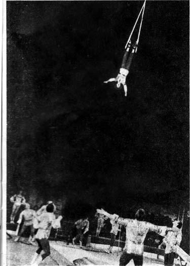 Акробаты-прыгуны ДОВЕЙКО - номер удостоен высшего приза фестиваля — «Золотой клоун»