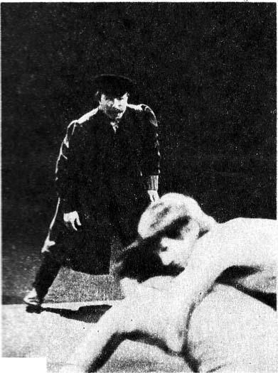 На фото. Судья Всесоюзной категории Г. МИТРОФАНОВ в роли дяди Вани. Фото H. АДАМОВИЧА