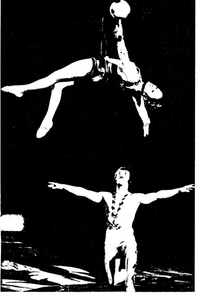 Воздушные гимнасты ЛЮДМИЛА ГОЛОВКО и ПЕТР ЛЮВИЧЕНКО Фото B. ПАНЯРСКОГО и A. ШИБАНОВА