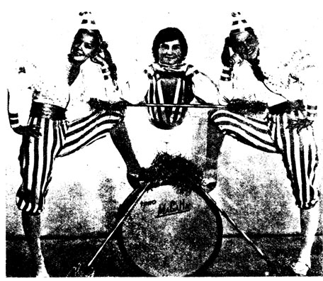 «Карнавальное трио» — H. u М. РОДИМОВЫ и A. САФРОНЕНКO. Фото A. ШИБАНОВА и P. ЮНИСОВА
