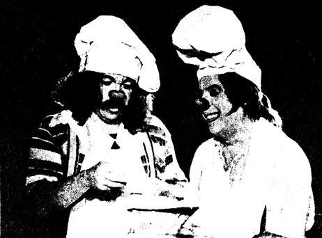 Клоуны Зиппо и Анжелино в репризе печенье