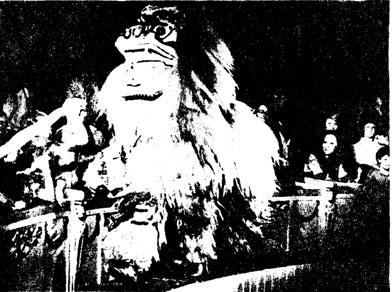 Карнавальный лев в номере китайских артистов п/р Сун Ченг Хая