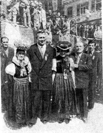 После первенстве мupa в Карлсруэ. Coветские борцы в гостях у жиmeлей города Хорыбертa (ФРГ)