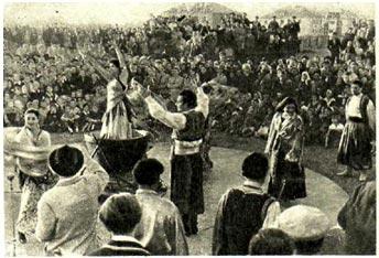 Выступление цыганского коллектива у рыбаков