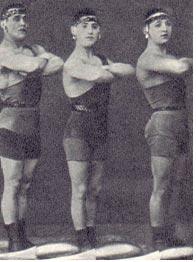 Номер «Римские гладиаторы» (слева Б. А. Эдер)
