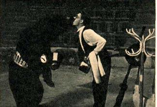 В Астраханском цирке артистом В. Калининым выпущен интересный комический номер «Сценка в медведем».