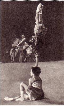 Юные акробаты   из  Индии Валсалан и Лиля