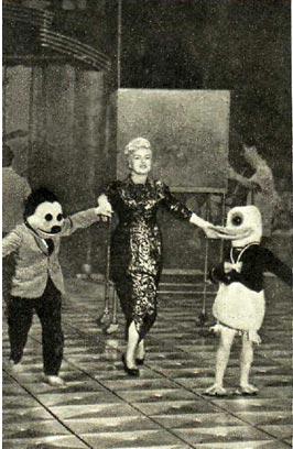 Зинаида Тарасова с ассистентами