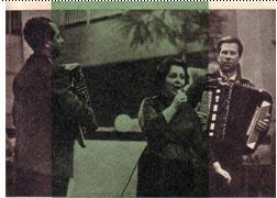 С песней выступает лауреат конкурса С. Кричевская (Москва)