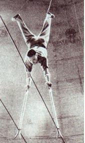 Владимир Яковлев на ручных ходулях