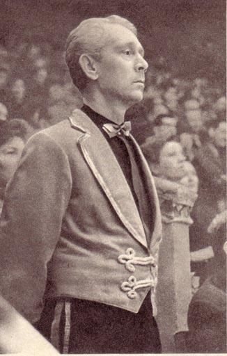 Униформист Владимир Андреев во время представления