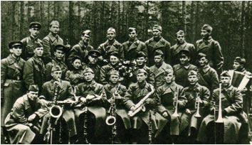 Фронтовой ансамбль, 1942 г. В центре — К. И. Шульженко