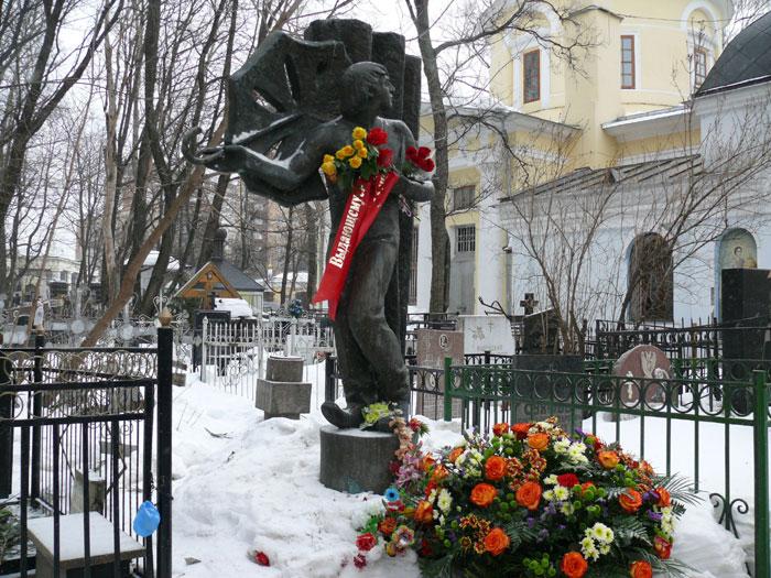 На могиле Л.Енгибарова