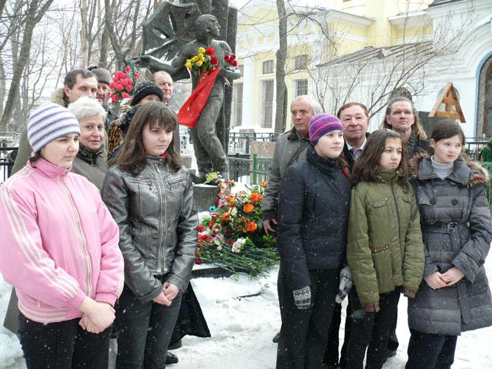 На могиле Л. Енгибарова