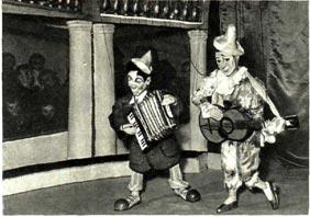 Музыкальные эксцентрики и зрители – куклы