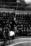 Николай Ольховиков-Жонглёр на лошади.jpg