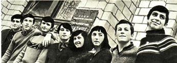 Они учатся в Москве. Слева направо: В. БОЧЕВ, П. ПАНОВ, И. СПАСОВ,  А. ПАНОВ, Ц. МИХАЙЛОВА, П. ЯНКОВА, М. ДОЙНОВ, И. ДЕРМЕНДЖИЕВ