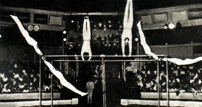 Гимнасты на турнике ПУЗАКОВЫ