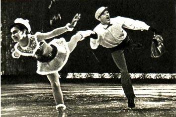 Артисты В. Яновскис и Н. Попова легко и весело исполняют эксцентрическую сценку