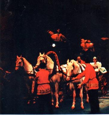 На четвертой странице обложки журнала Советский цирк. Июнь 1967 г.: фрагмент  пролога  представления «КОННЫЙ ЦИРК»