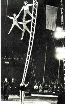 Акробаты на лестнице Елена и Александр Берия, Петруца и Константин Буня