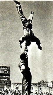 Братья АЛЕКСАНДР и ВАСИЛИЙ ЯЛОВЫЕ на гастролях в Йемене (1962 г.)