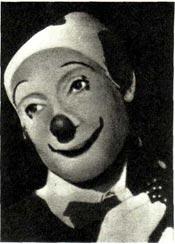 Пьер Этекс в гриме клоуна