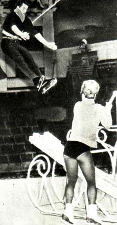В. БЫКОВ и В. ЯМЩИКОВА на репетиции номера «Акробаты с подкидной доской»