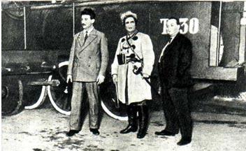 Слева направо: В. ТРУЦЦИ, В. ЛАЗАРЕНКО (в костюме и гриме Махно) и А. ДАНКМАН