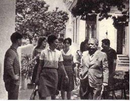 В  Доме писателей мы встретились с известным кубинским поэтом Николасом Гильеном