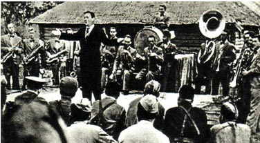 Джаз-оркестр под управлением ЛЕОНИДА УТЕСОВА в гостях у бойцов Калининского фронта (1942 г.)