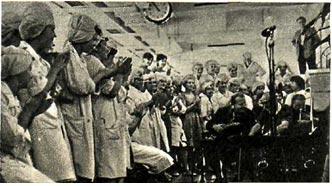 Югославскую   мелодию   «Маленькая   девочка»   на   заводе   встретили   как старую и желанную гостью