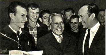 Николас Гильен и В. Сомов  в гостях  у московских студентов