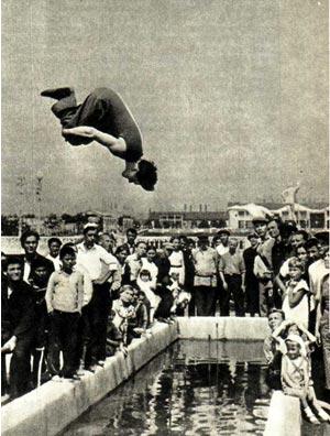 Рекламный прыжок В. Е. Лазаренко в ЦПКиО имени М. Горького