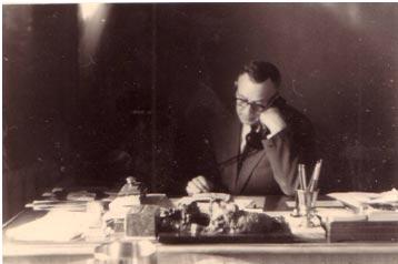 А. Волошин в кабинете