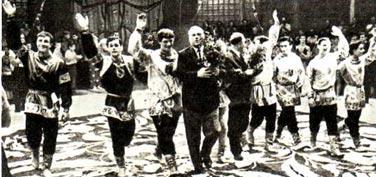 ГУЦЭИ-67. Участницы оригинального танцевально-акробатического номера Л. БАРЫШКОВА, Г. ДЕМИДОВА, Т. ТИТОВА и В. КРАСНОЩЕКОВА.