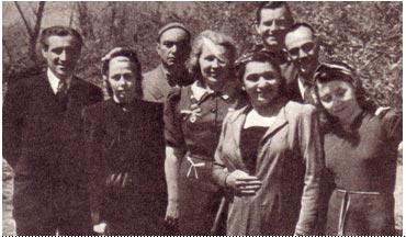 С.   Магдесян   и   артисты фронтовой   бригады
