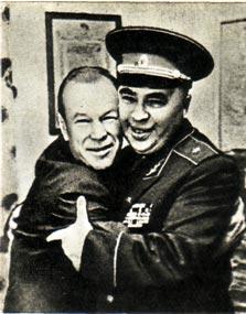 Встреча в Киевском цирке. Генерал С. МАСЛОВ и клоун Н. ШУЛЬГИН