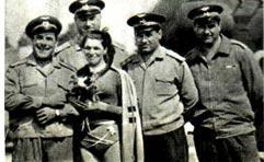 На снимке: советская гимнастка в полете (сверху); Людмила Канагина среди болгарских летчиков — членов экипажа вертолета.