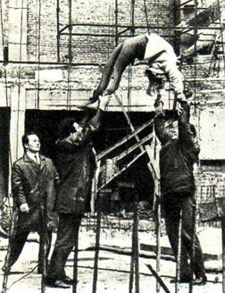 Акробаты-вольтижеры из группы М. САТАНОВСКОГО «обновляют» манеж Новосибирского цирка