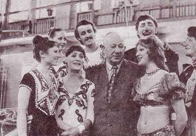 А. М. Волошин с воспитанниками училища.