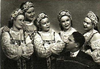 Квинтет сестер ФЕДОРОВЫХ. Баянист И. ТИХОНОВ
