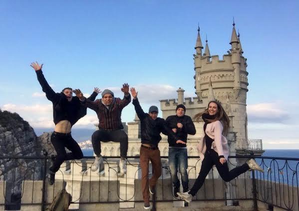 Группа «HEROES» о гастролях цирка Никулина в Крыму