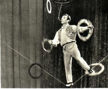 Артист Новосибирской группы «Цирк на сцене» М. Стецов