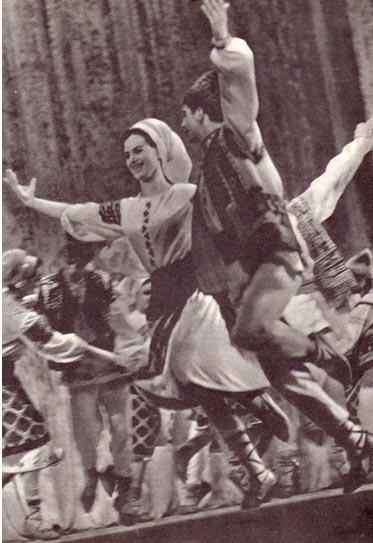 Танцуют артисты ансамбля «ЖОК»