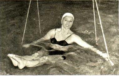 П. Чернега в лечебном бассейне