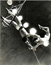 Воздушные гимнасты НАДЕЖДА и ВЛАДИМИР КАНАРСКИЕ. Фото Е. САВАЛОВА